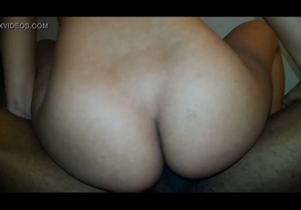 Esposa rabuda de 18 adora sentar na rola