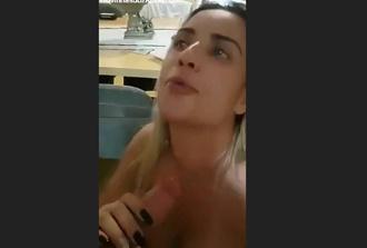 Vídeo amador loira gostosa fazendo boquete no macho