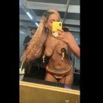 Anitta quase pelada no Instagram