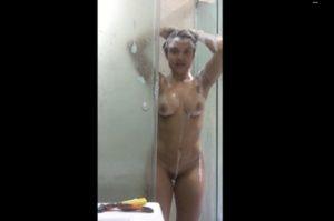 Filmando tomando banho