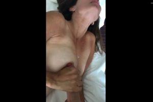 Esposa masturbando o marido