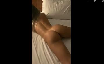 Loira nua pelada na cama